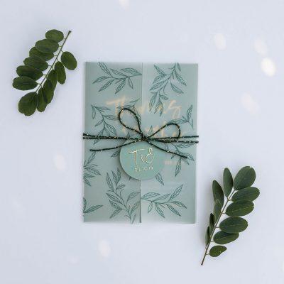 Trouwkaart op maat botanisch groen met goudfolie