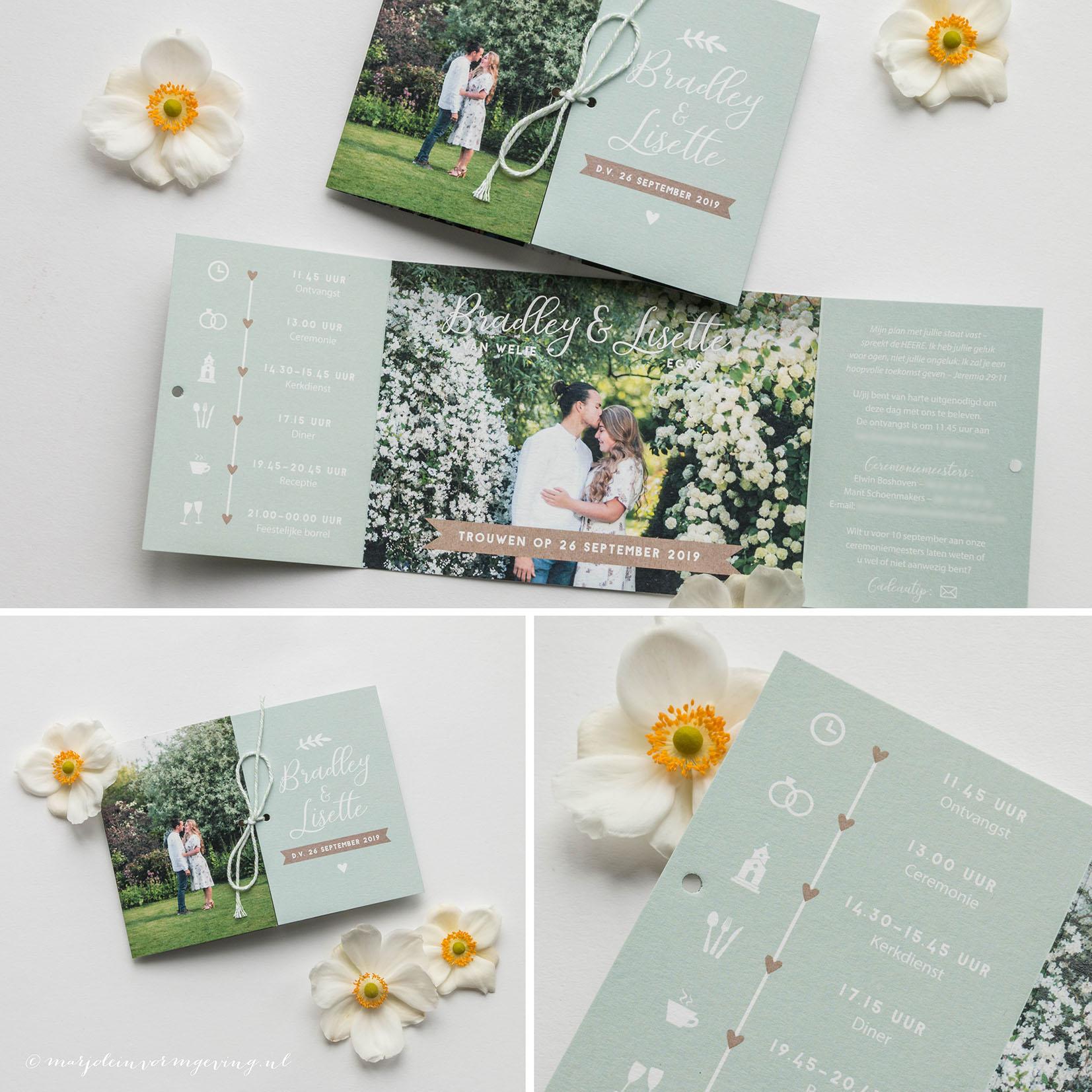Trouwkaart op maat formaat luikvouw in kleur mintgroen met foto's