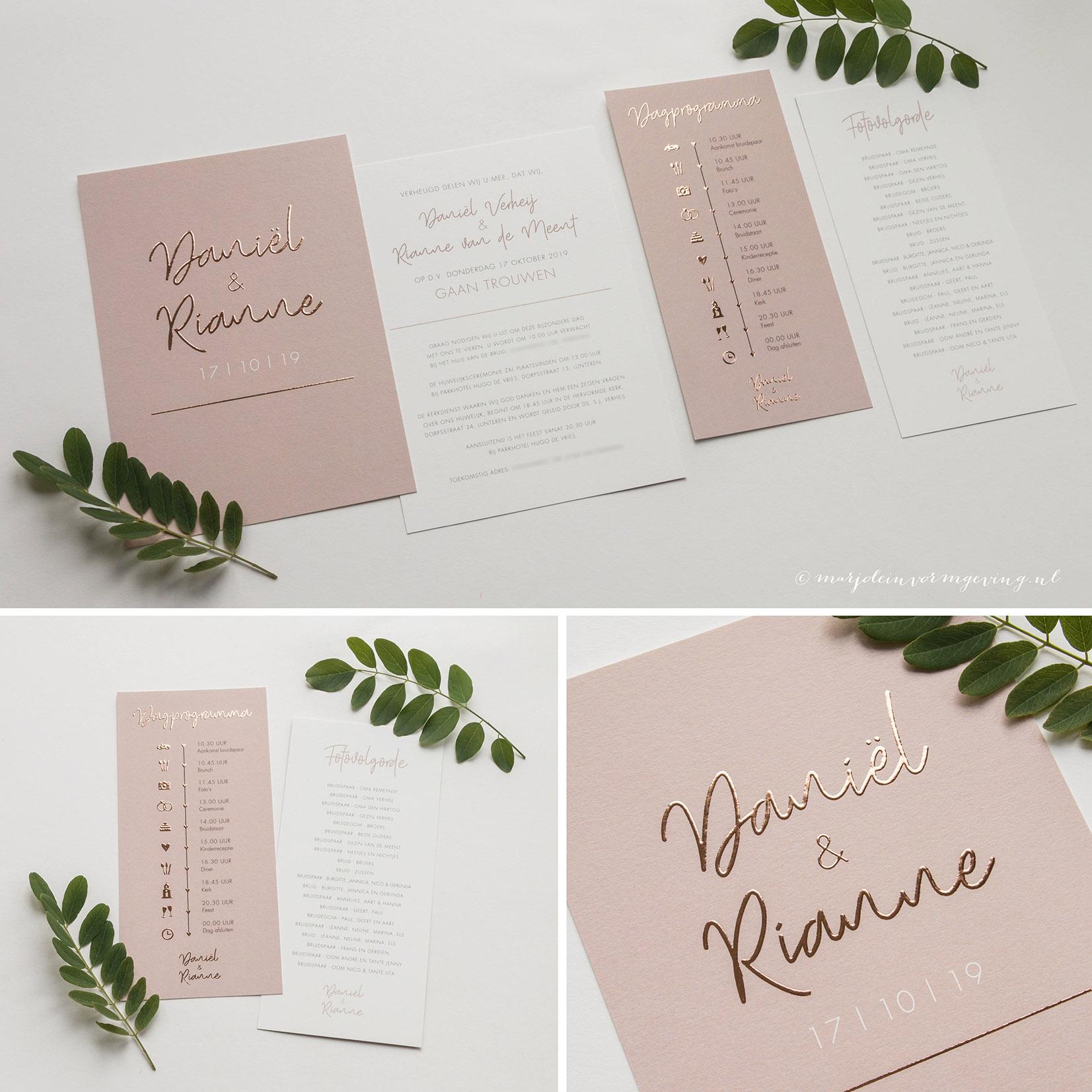 Trouwkaart op maat met koperfolie in kleur oud roze met dagprogramma kaartje en fotovolgorde