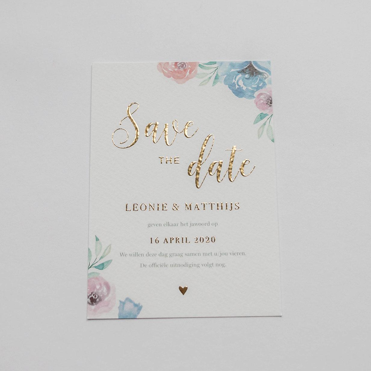 Save the Date kaart op maat bloemen met goudfolie