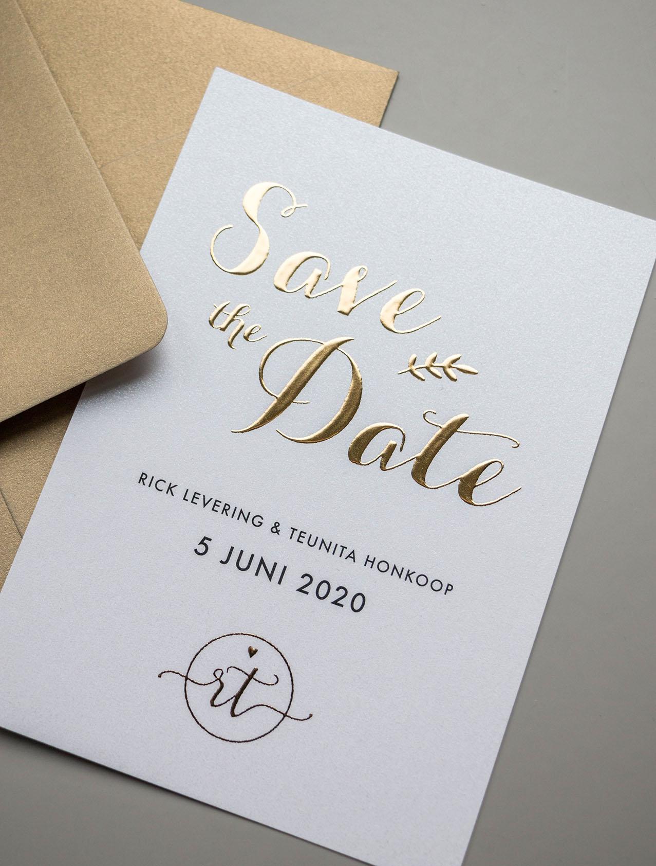 Save the Date kaart op maat met goudfolie