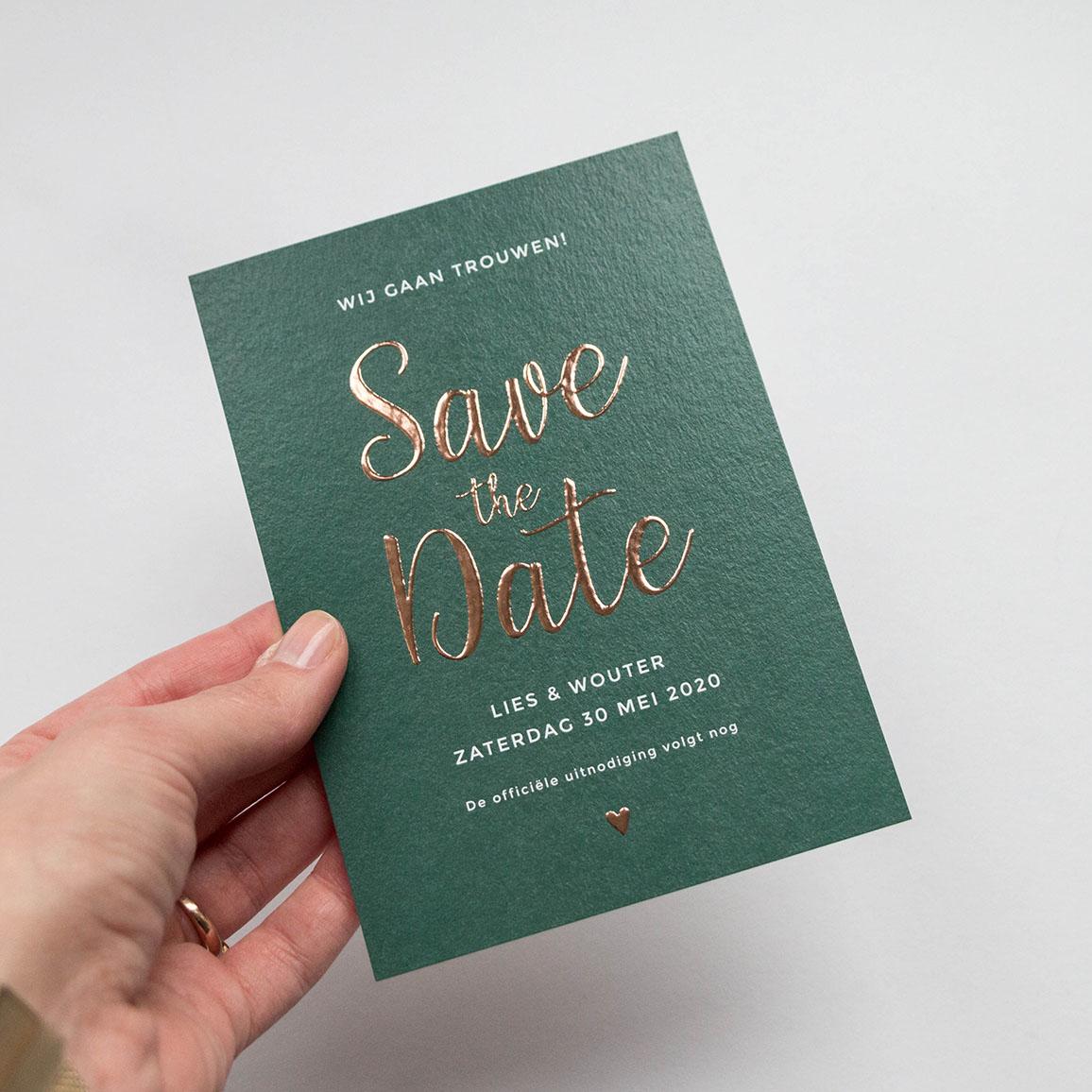 Save the Date kaart donkergroen met koperfolie