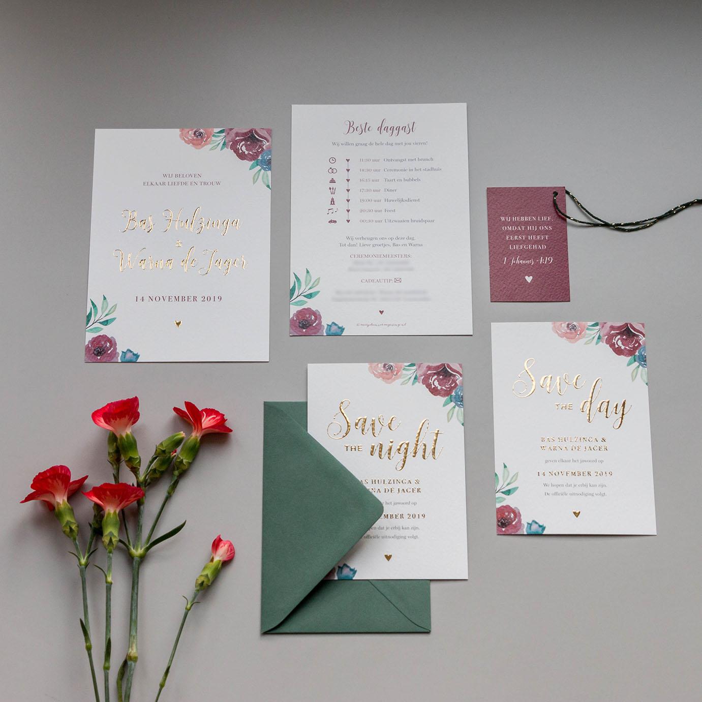Trouwkaart op maat bloemen met goudfolie