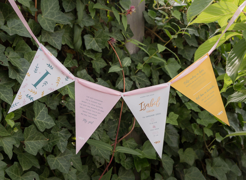 Geboortekaartje Ontwerp op maat Vlaggetjes slinger botanisch